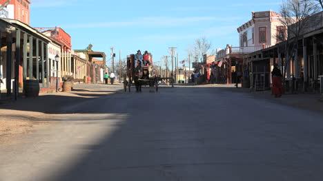 Arizona-Tombstone-Stagecoach-Comes
