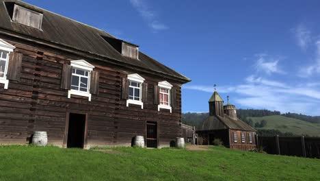 Kalifornien-Fort-Ross-Kuskov-Haus-Und-Kirche-Darüber-Hinaus