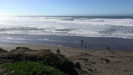 California-Beach-And-Waves-Near-Salmon-Creek