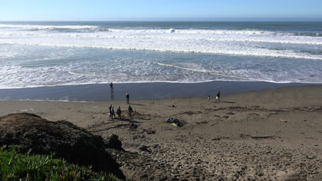 California-Beach-With-People-And-Waves-Near-Salmon-Creek-Pan