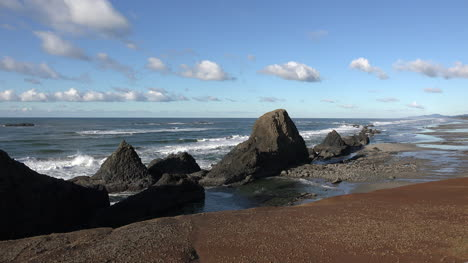 Oregon-Seal-Rocks-In-A-Row-Zoom-In-Sound