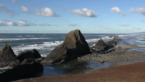 Oregon-Seal-Rocks-In-Backlit-View-Pan