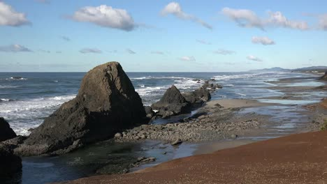 Oregon-Seal-Rocks-Viewed-In-A-Row-With-Beach