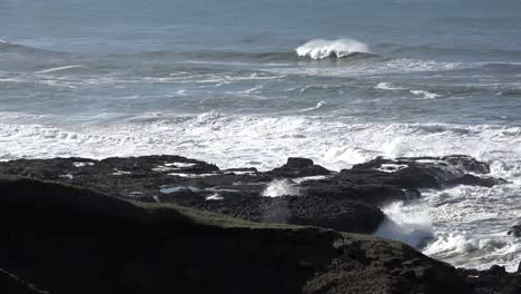 Oregon-Waves-Splashing-Near-Cape-Perpetua-Sound