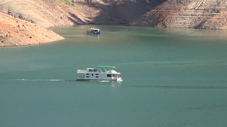 California-Shasta-Lake-With-Low-Water-Level-And-House-Boats