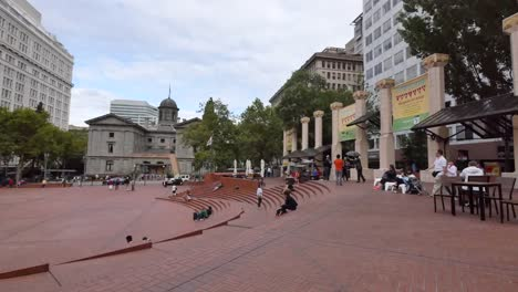 Oregon-Portland-Pioneer-Courthouse-Square-Tourists