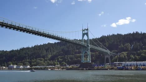 Oregon-Portland-Saint-Johns-Bridge-Motorboat