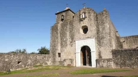 Texas-Goliad-Presidio-La-Bahia-Church-Facade-Pan-Right