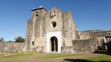 Texas-Goliad-Presidio-La-Bahia-Church-Facade