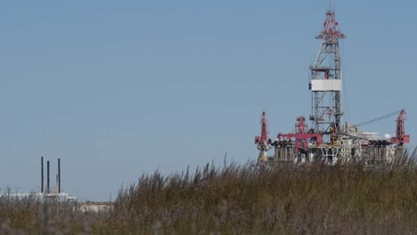 Texas-Gulf-Coast-Offshore-Drilling-Platform-And-Grass