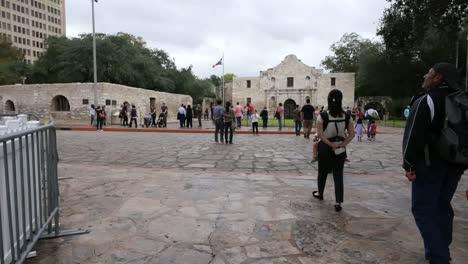 Texas-San-Antonio-Alamo-Approaching