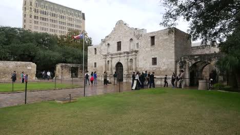 Texas-San-Antonio-Alamo-Side-View-With-Tourists