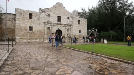 Texas-San-Antonio-Alamo-With-Walking-Tourists