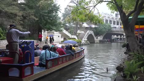 Texas-San-Antonio-River-Walk-Barge-On-River-Time-Lapse