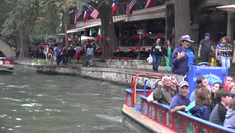 Texas-San-Antonio-River-Walk-Barges-Move-Along