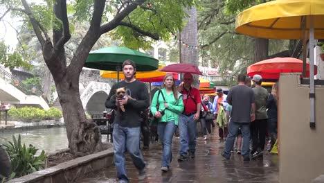 Texas-San-Antonio-River-Walk-Tourists-In-Rain