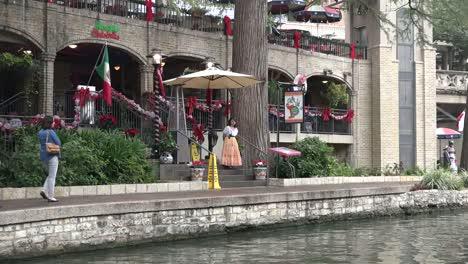 Texas-San-Antonio-River-Walk-With-Restaurant