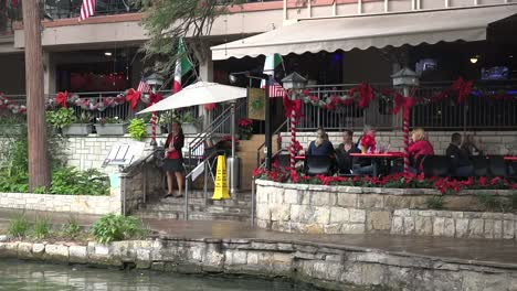 Texas-San-Antonio-River-Walk-With-Tourists-Time-Lapse