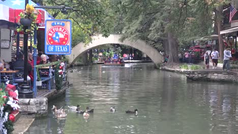 Texas-San-Antonio-River-Walk-Zooms-Out-From-Barge