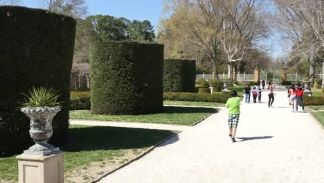 Virginia-Colonial-Williamsburg-Boy-Takes-Photo-On-Walk