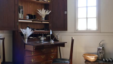 Virginia-Colonial-Williamsburg-Desk-With-Pen