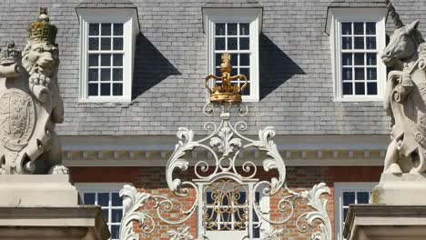 Virginia-Colonial-Williamsburg-Gate-Pan