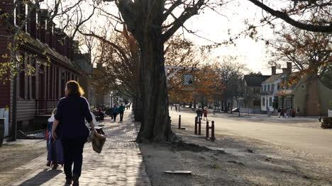 Virginia-Colonial-Williamsburg-People-On-Sidewalk
