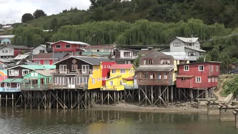 Chile-Chiloe-Colorful-Houses-On-Stilts-Zooms