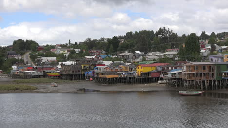 Chile-Chiloe-Palafitos-View-On-The-Bay-Pan-And-Zoom
