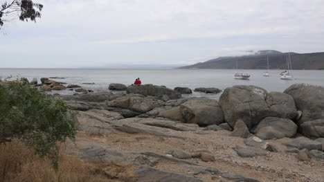Chile-Papudo-Rocks-And-People-Zoom-In