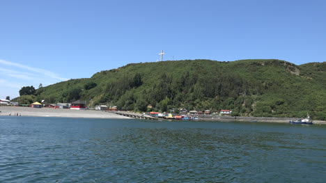Chile-Puerto-Montt-Zooms-On-Cross
