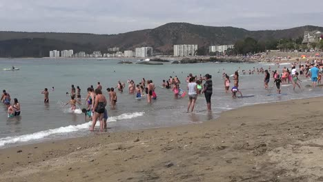 Chile-Pans-Bathers-On-Beach