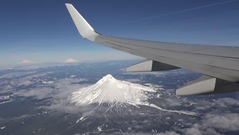 Oregon-Volando-Sobre-El-Capó-Del-Monte