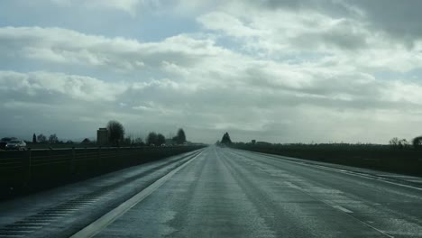 Oregon-Highway-In-Cloudy-Weather