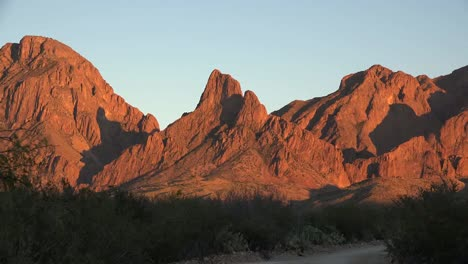 Texas-Big-Bend-Zoom-In-On-Sunset-Mountains