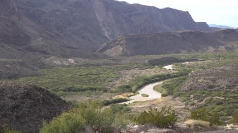 Texas-River-Road-Bend-In-Rio-Grande