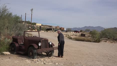 Texas-Terlingua-Old-Man-Inspects-Old-Car