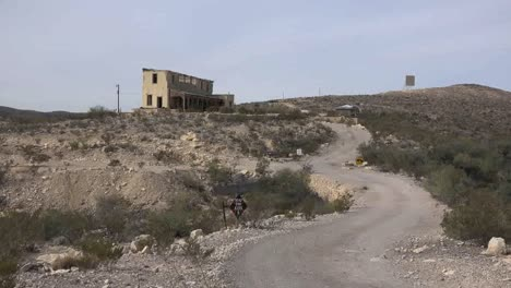 Texas-Terlingua-Road-To-Desert-House-Zooms-In