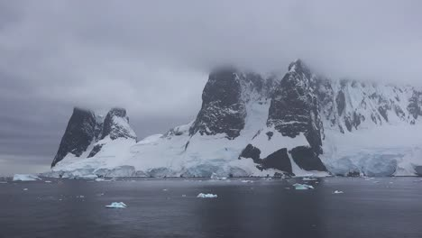Antarctica-Lemaire-Channel-Entrance