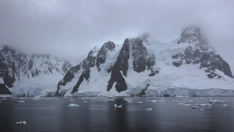Antarctica-Lemaire-Horns-With-Glacier
