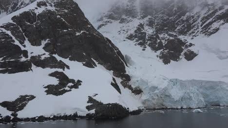 Antártida-Lemaire-Rocas-Y-Borde-Del-Glaciar