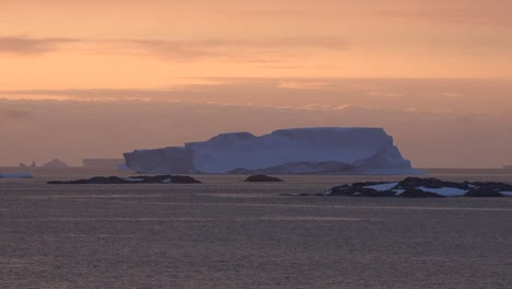 Antarctica-Ice-In-Late-Evening-Zoom-In