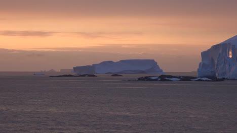 Antártida-Hielo-Cerca-De-La-Puesta-Del-Sol