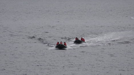 Antarctica-Inflatable-Boats-Arriving