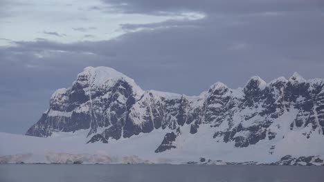 Antarctica-Mountains-In-Evening