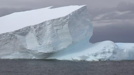 Antarctica-Movement-On-Iceberg