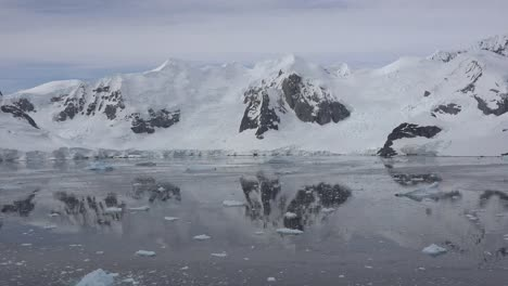 Antarctica-Reflections-Time-Lapse