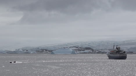 Antarctica-Ship-And-Inflatable-Boats-Zooms-Out