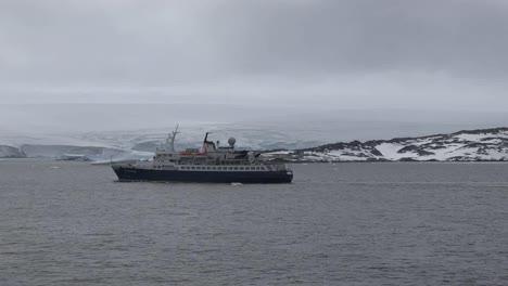 Antarctica-Ship-In-Palmer-Archipelago