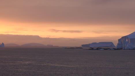Antártida-Atardecer-Y-Zoom